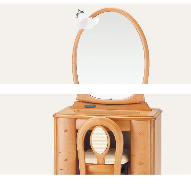 シンプルだが印象の強い丸鏡は気品をもたらします。