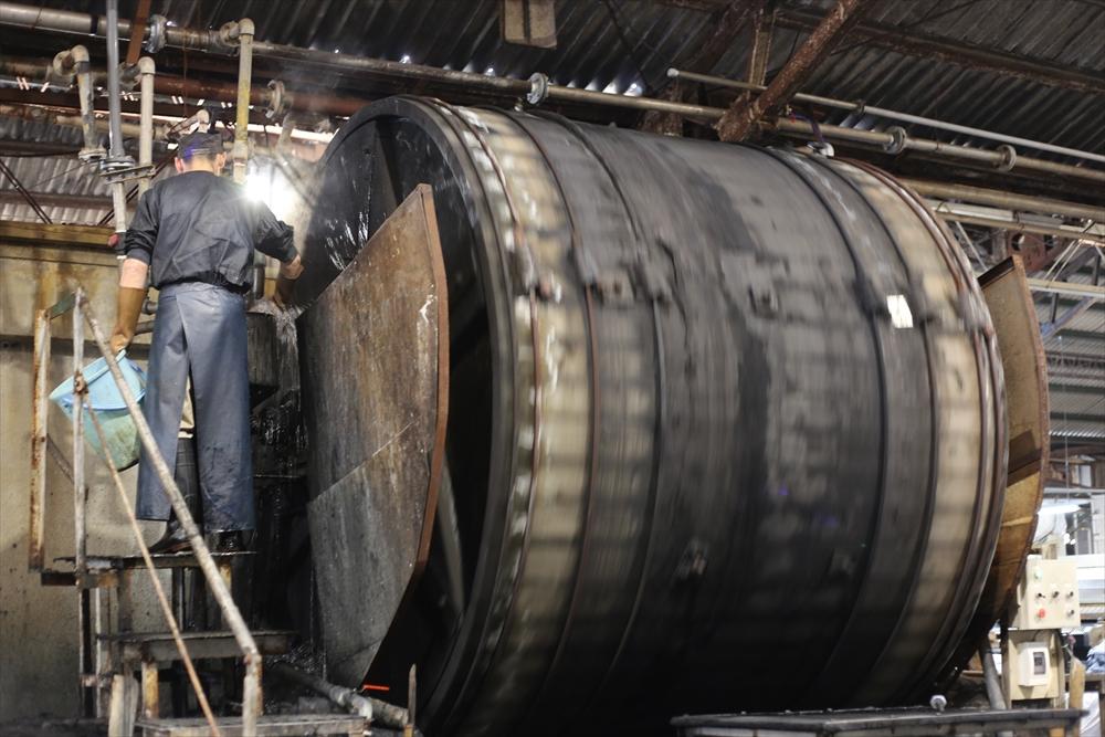 ピット層鞣し日本の職人がつくる革_4277_R.JPG|革販売の和乃革