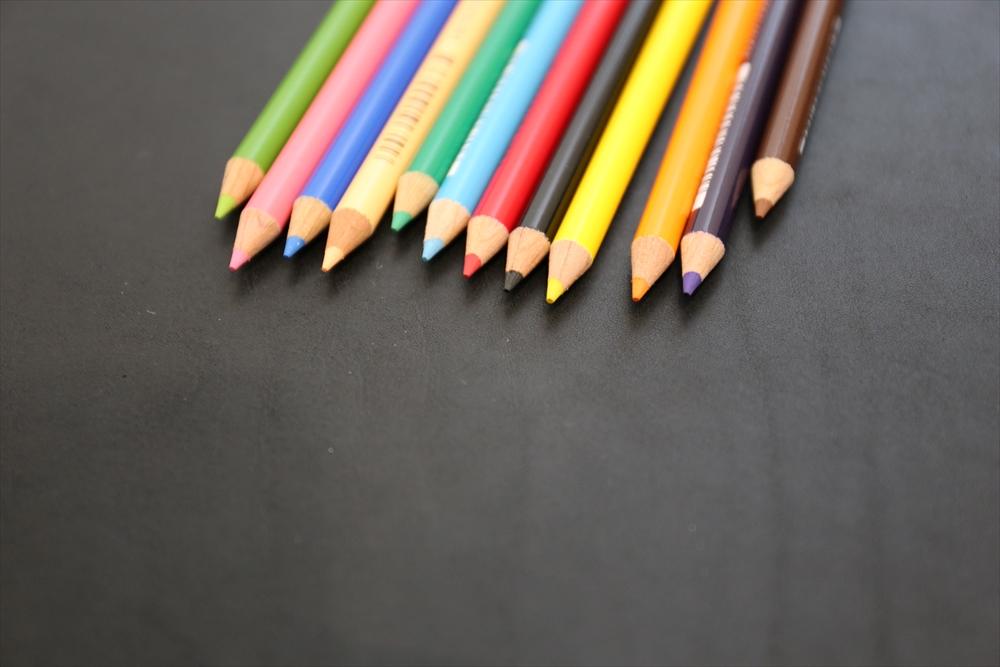 M004オイルレザー_黒_色鉛筆比較__4987_R.JPG|革販売の和乃革