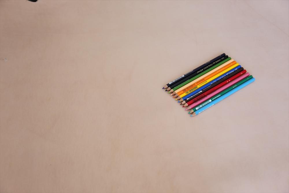 ピット層鞣しS001本ヌメ革_生成り_色鉛筆比較4827_R.JPG|革販売の和乃革