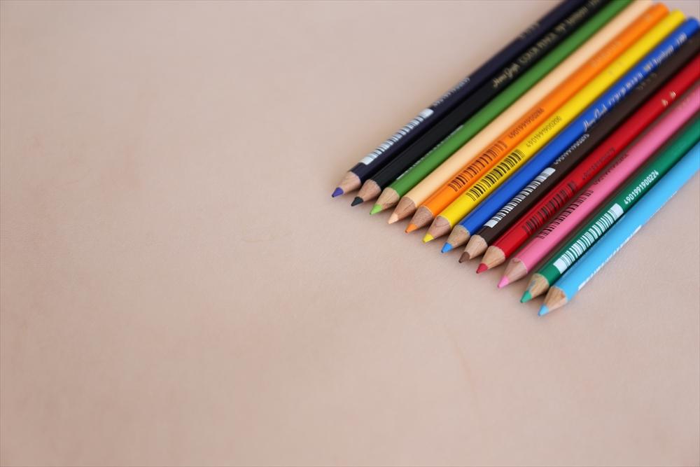 ピット層鞣しS001本ヌメ革_生成り_色鉛筆比較4830_R.JPG|革販売の和乃革