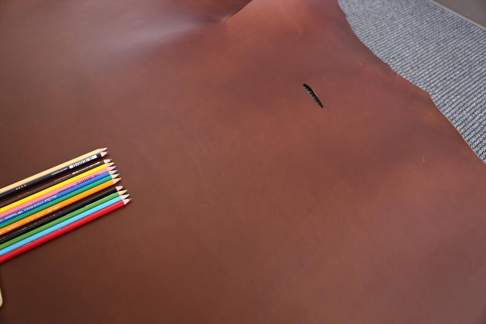 ピット層鞣しS004本ヌメ革_チョコ_色鉛筆比較4746_R.JPG|革販売の和乃革