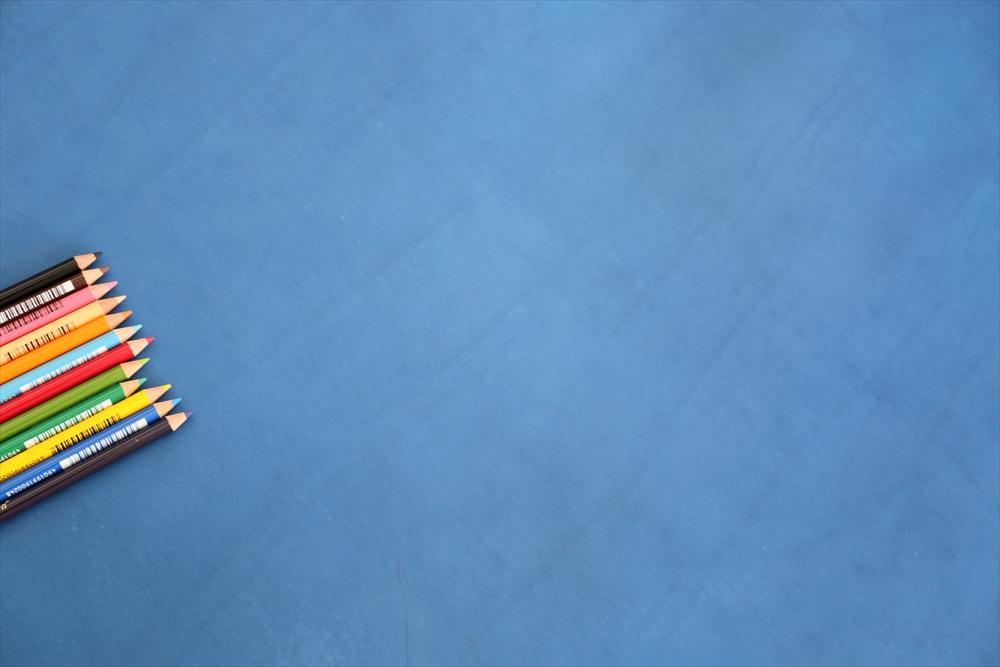 ピット層鞣しS006本ヌメ革_青_色鉛筆比較4789_R.JPG|革販売の和乃革