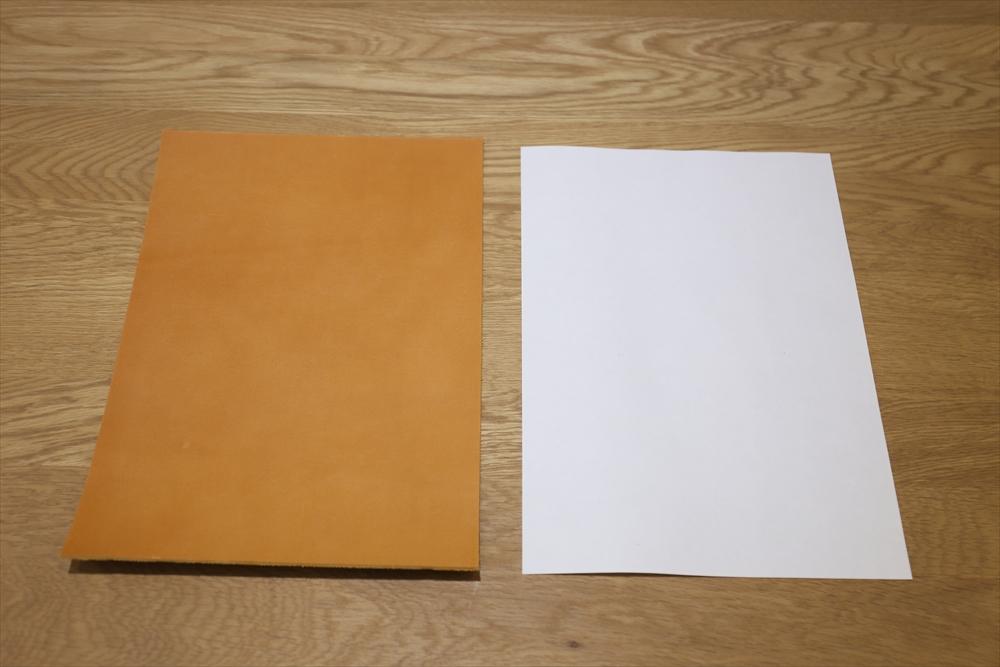 S102_本ヌメ革染_A4サイズ__サイズ比較_キャメル.JPG|革販売の和乃革