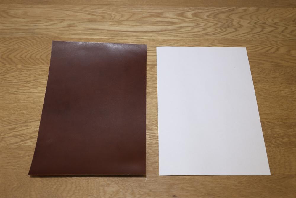 S104_本ヌメ革染_A4サイズ__サイズ比較_チョコ.JPG|革販売の和乃革