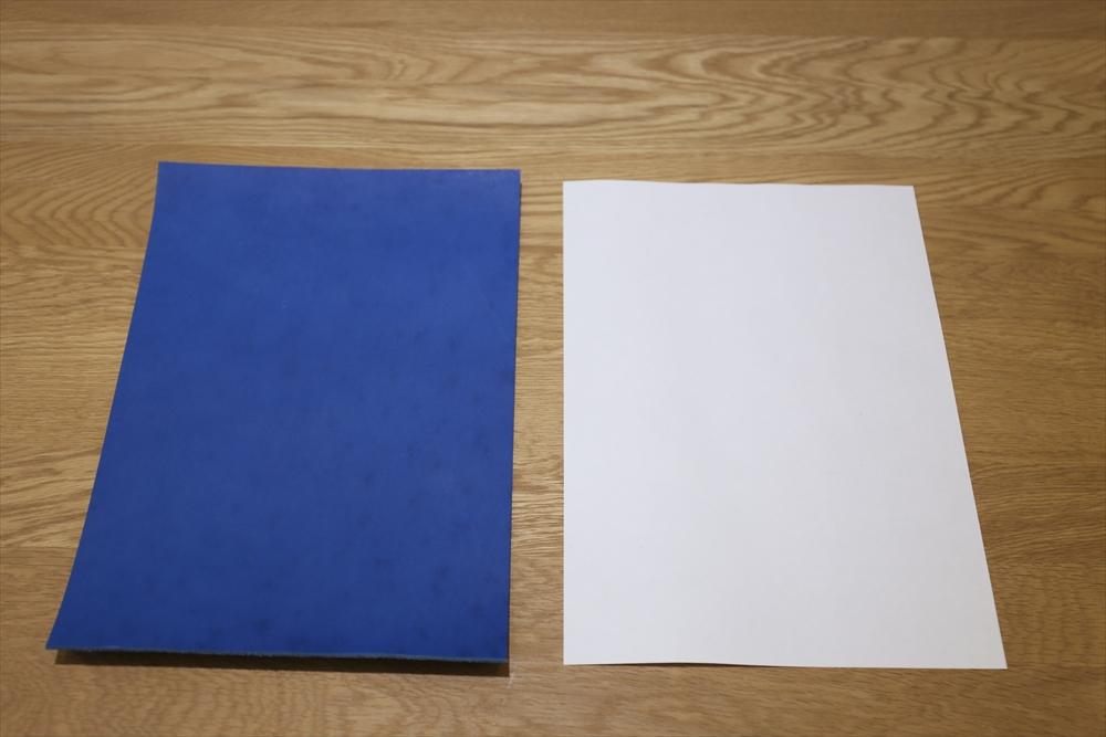 S106_本ヌメ革染_A4サイズ__サイズ比較_青.JPG|革販売の和乃革