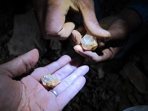 ヒマラヤ水晶採掘