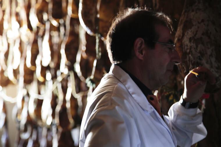 """""""スペインのギフエロで生ハムを生産するアルトゥーロ・サンチェス"""""""